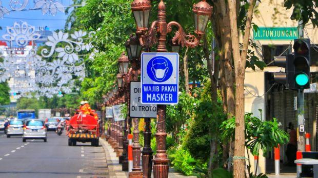 Rambu Wajib Masker dan Jaga Jarak Diterapkan di Semua Jalan Protokol
