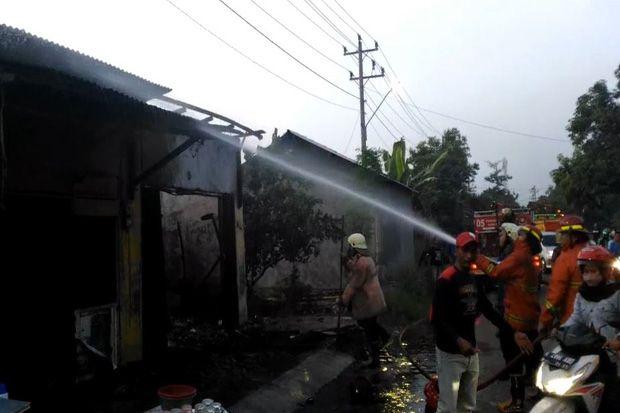 Lupa Isi Botol Bensin, Dua Kios di Kendal Ludes Terbakar