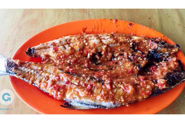 Menikmati Ikan Bakar Rica Rinca Pedas Khas Manado
