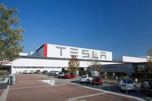 Saham Melejit Tesla Jadi Produsen Otomotif Termahal Kedua Di