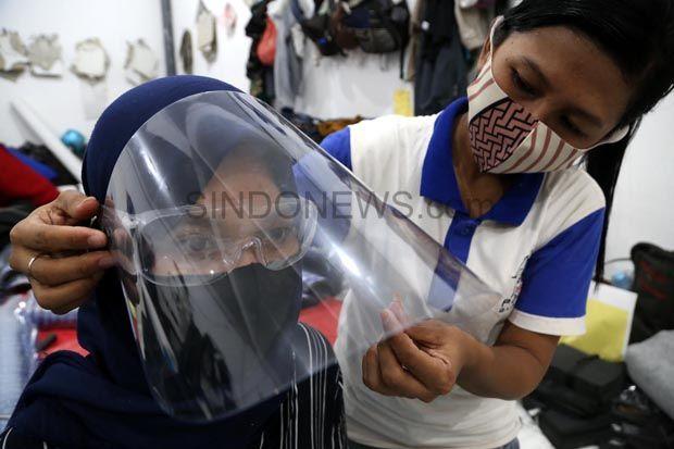 Pesananan Tas Sepi, Pengusaha Ini Banting Setir Produksi Face Shield