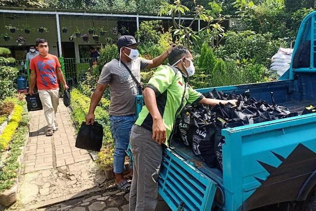 HUT Bhayangkara, Polda Jabar Salurkan Ribuan Paket Sembako untuk...