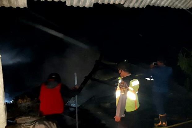 Rumah di Blitar Terbakar, Pemilik Malah Teriak-teriak Gembira