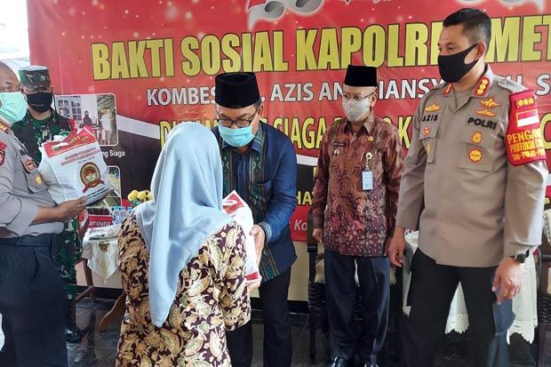 HUT Ke-74 Bhayangkara, Polrestro Depok Bagikan 1.000 Paket Sembako