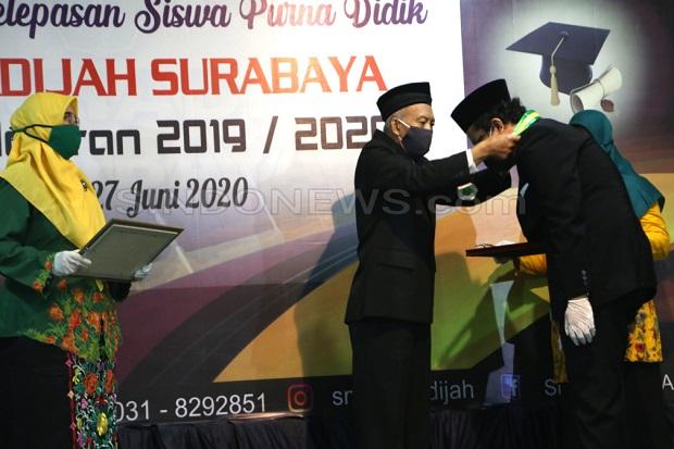 Lagu Yaa Lal Wathan Tandai Pelepasan Lulusan SMP Khadijah Surabaya