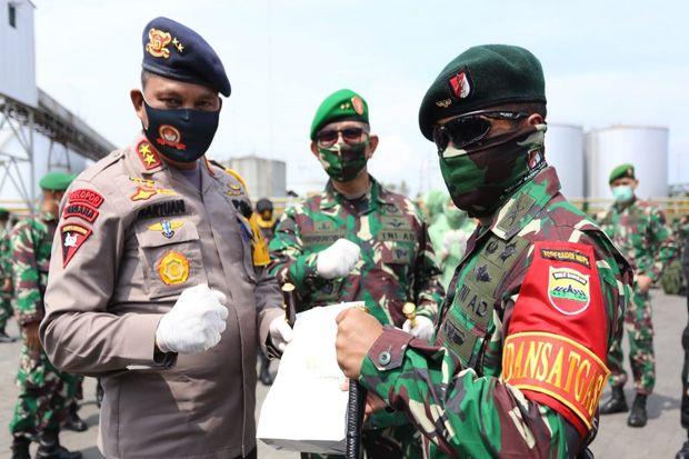 Pangdam I BB - Kapolda Sumut Lepas Satgas Yonif Raider 100/PS Satgas Pamtas RI - PNG