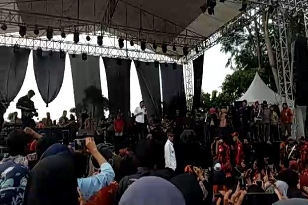 Rhoma Irama Tetap Tampil di Pamijahan Bogor, Penonton Tak Indahkan Physical Distancing