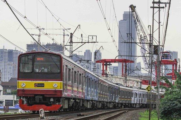 Tak Ada Pilihan, Banyak Pekerja di Jakarta Pilih Gunakan KRL Commuter Line