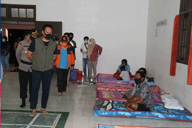 Bupati Lamandau Cek Rumah Banjir, Warga Nanga Bulik Mengungsi ke Gedung Serba Guna