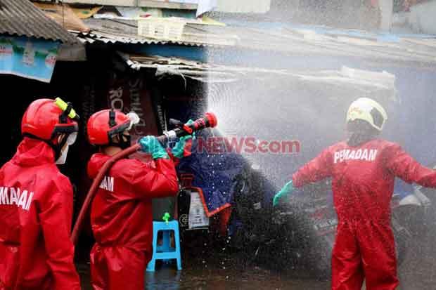 Cegah Penularan Covid-19, Damkar Jaktim Habiskan 2.124 Kg Kaporit