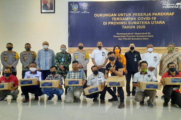 Kemenparekraf Serahkan Bantuan untuk Pelaku Pariwisata dan Ekonomi Kreatif di Sumut