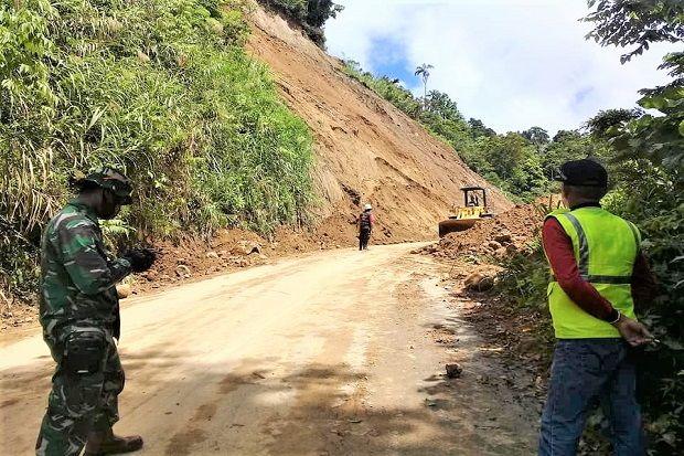 Hujan Masih Mengguyur, Jalur Longsor Boltim Sudah Bisa Dilintasi