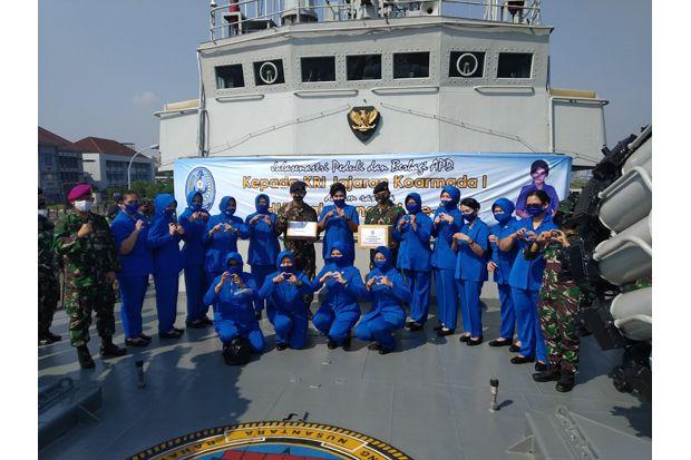 PP Jalasenastri Salurkan Ribuan APD untuk Prajurit TNI AL di KRI