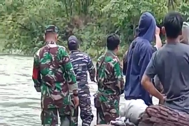 Kisah 9 Babinsa yang Berhasil Mengevakuasi 43 Wisatawan dari Banjir dan Longsor