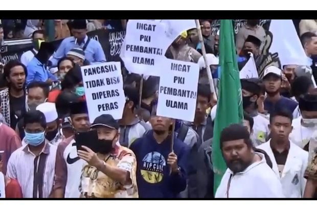 Tolak RUU HIP, Pendemo Bakar Bendera PKI