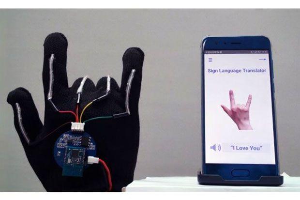 Duet dengan Ponsel, Sarung Tangan Canggih Bisa Terjemahkan Bahasa Isyarat