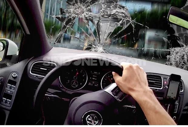Ngantuk, Pengemudi Mobil Tewas Setelah Tabrak Pagar Gudang