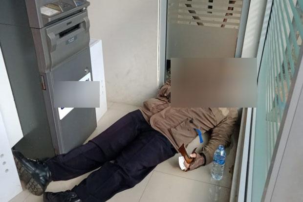 Pria Paruh Baya Ditemukan Tak Bernyawa di Ruang ATM Ciracas