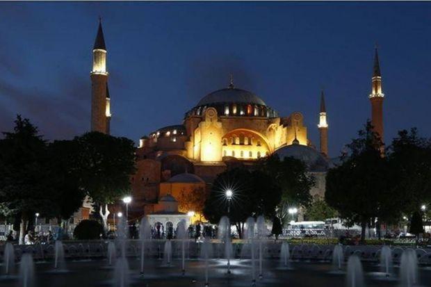Toleransi Islam di Hagia Sophia: Simbol-Simbol Gereja itu Tetap Utuh