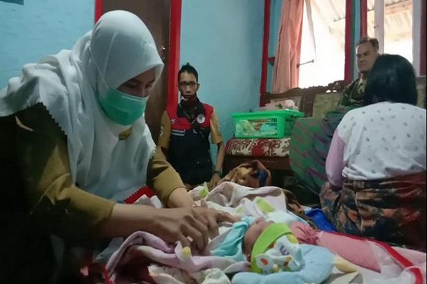 Paramedis Periksa Wanita yang Mengaku 1 Jam Hamil dan Langsung Melahirkan