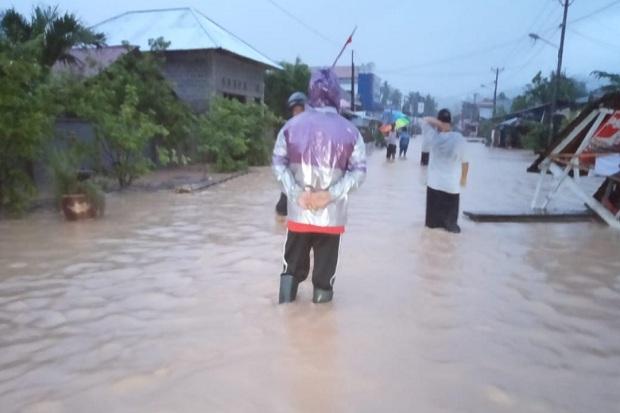 Sejak Kamis Malam Banjir di Bolsel Belum Juga Surut