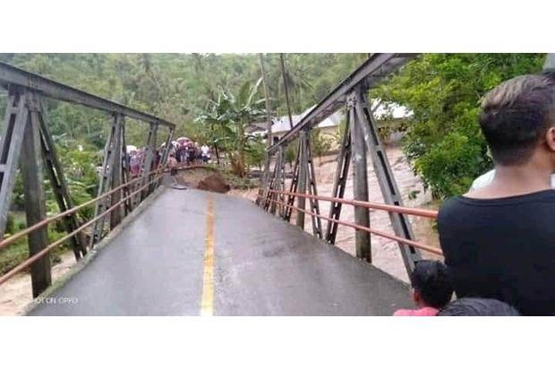 Terseret Banjir di Bolsel, Kepala Desa Bakida Belum Ditemukan