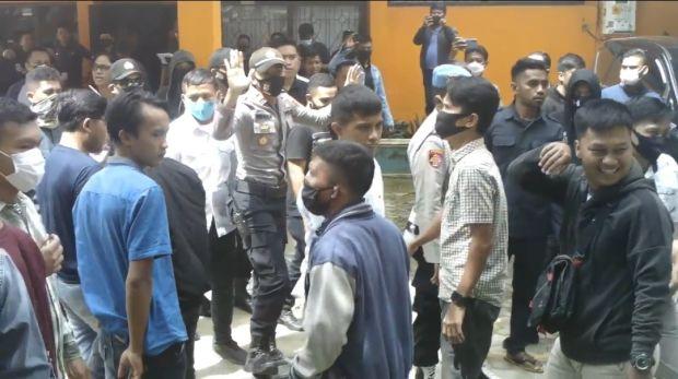 Unjuk Rasa Dugaan Mahar Politik di Kantor Bawaslu Sultra Ricuh