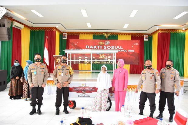 Akpol 1991 Bagikan Gerobak agar Warga Aceh Produktif