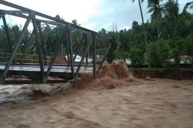 Dihantam Banjir, Selain Jembatan 13 Rumah Hanyut, 23 Rusak