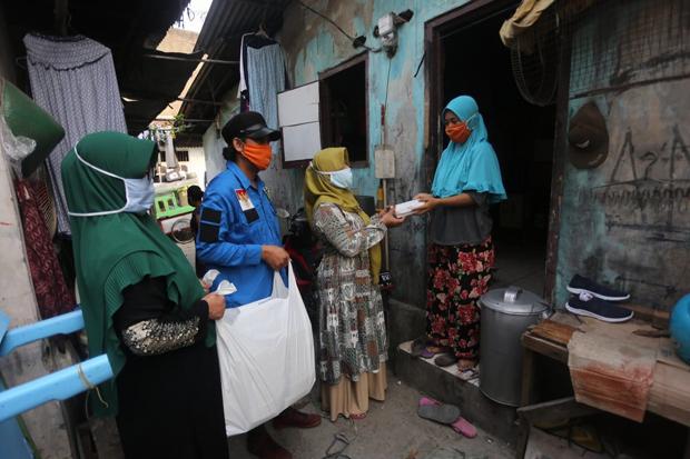 Di Tengah Pandemi, KNPI Bagikan 32 Ribu Paket Makanan ke Warga