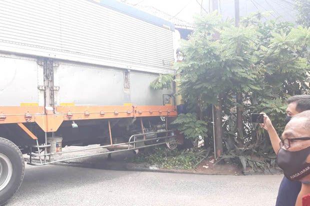 Rumah Rusak Diseruduk Truk, Pemilik Tuntut Ganti Rugi Rp79 juta