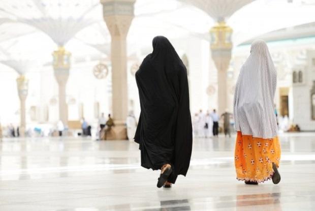 Ada Tidaknya Mahram Saat Perempuan Bersafar Wajib