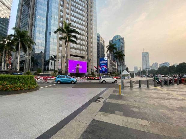 Viral Videotron Ungu di Kawasan SCBD Jakarta, Ini Jawabannya