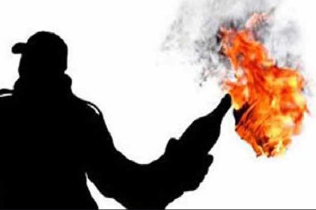 Pelempar Bom Molotov di Kantor DPC PDIP Cianjur Sempat Terekam CCTV