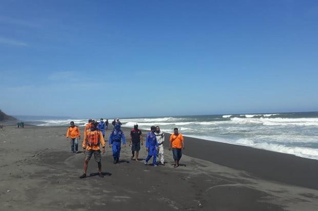Balita Korban Terseret Ombak Pantai Gua Cemara Belum Ditemukan