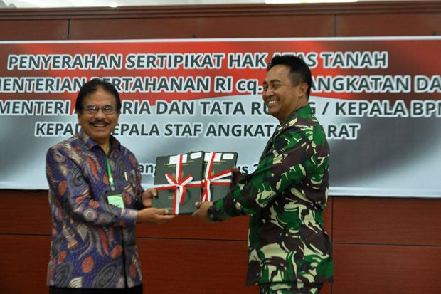 KSAD Terima Sertifikat Hak Atas Tanah Aset TNI AD