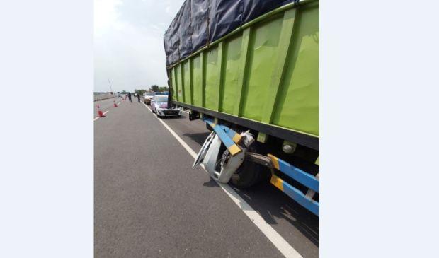 Avanza dari Belakang Tabrak Truk di Tol Kayuagung-Palembang, 1 Tewas