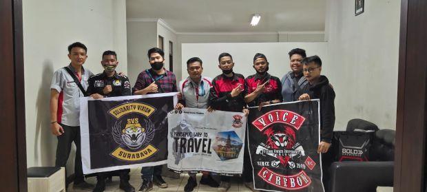 Touring 900 Km, SVS Surabaya Tancapkan Merah Putih di Pantai Pandawa