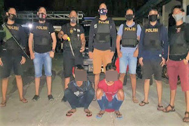 Kelayapan Malam Hari, Polisi Garuk 2 ABG Bawa Senjata Tajam