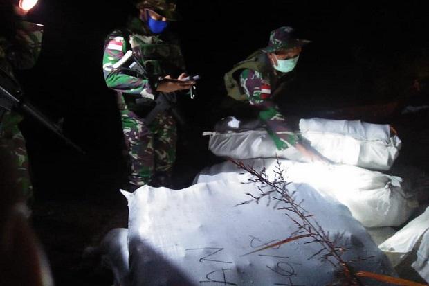 Prajurit Yonif Raider 641 Gagalkan Penyelundupan Pakaian Bekas