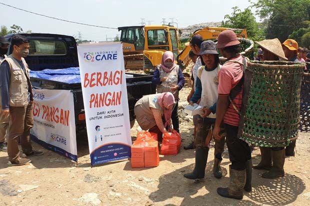Indonesia Care Gandeng UMKM, Bagikan Paket Makan Gratis di Kampung Pemulung Cipeucang