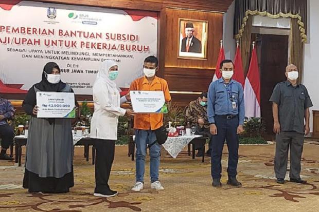 Bantuan Subsidi Upah 560.670 Pekerja di Jawa Timur Cair