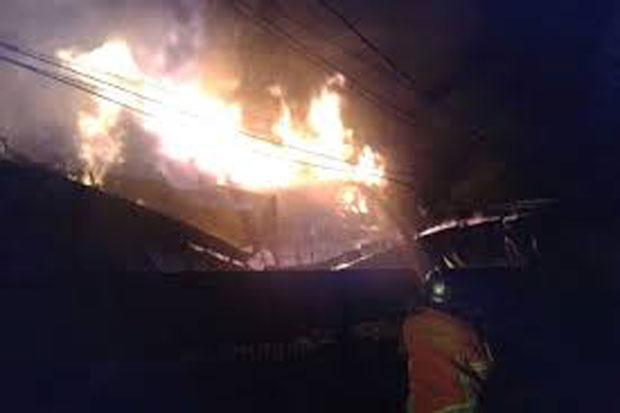 Pasar Baru Bekasi Terbakar, Pedagang Kocar-kacir