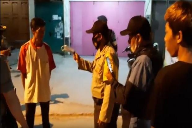 Tim Gabungan Razia di Warung Makan, Warga Tak Pakai Masker Dihukum Push-up