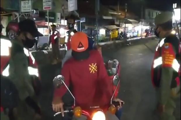 Membandel Tak Pakai masker, Warga Cirebon Disanksi Sosial