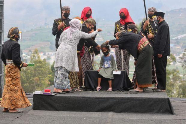 Tradisi Potong Rambut Gimbal Pada Puncak Dieng Culture Festival 2020