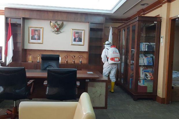 Ditutup karena Covid-19, Kantor Wali Kota Jakbar Disemprot 1.500 Liter Cairan Disinfektan