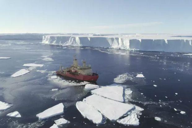 Ada Sungai Air Hangat di Bawah Gletser Antartika,
