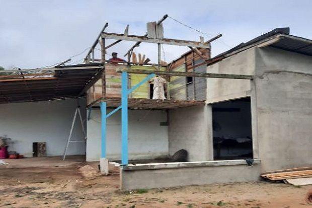 Angin Puting Beliung Rusak Belasan Rumah Warga Kota Singkawang