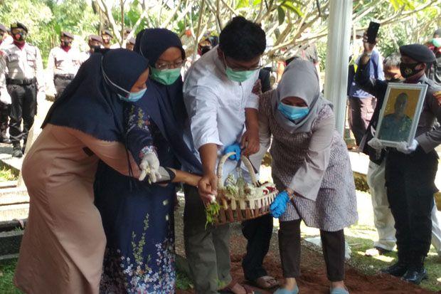 Pemakaman Suami Bupati Bogor Dilaksanakan Secara Militer